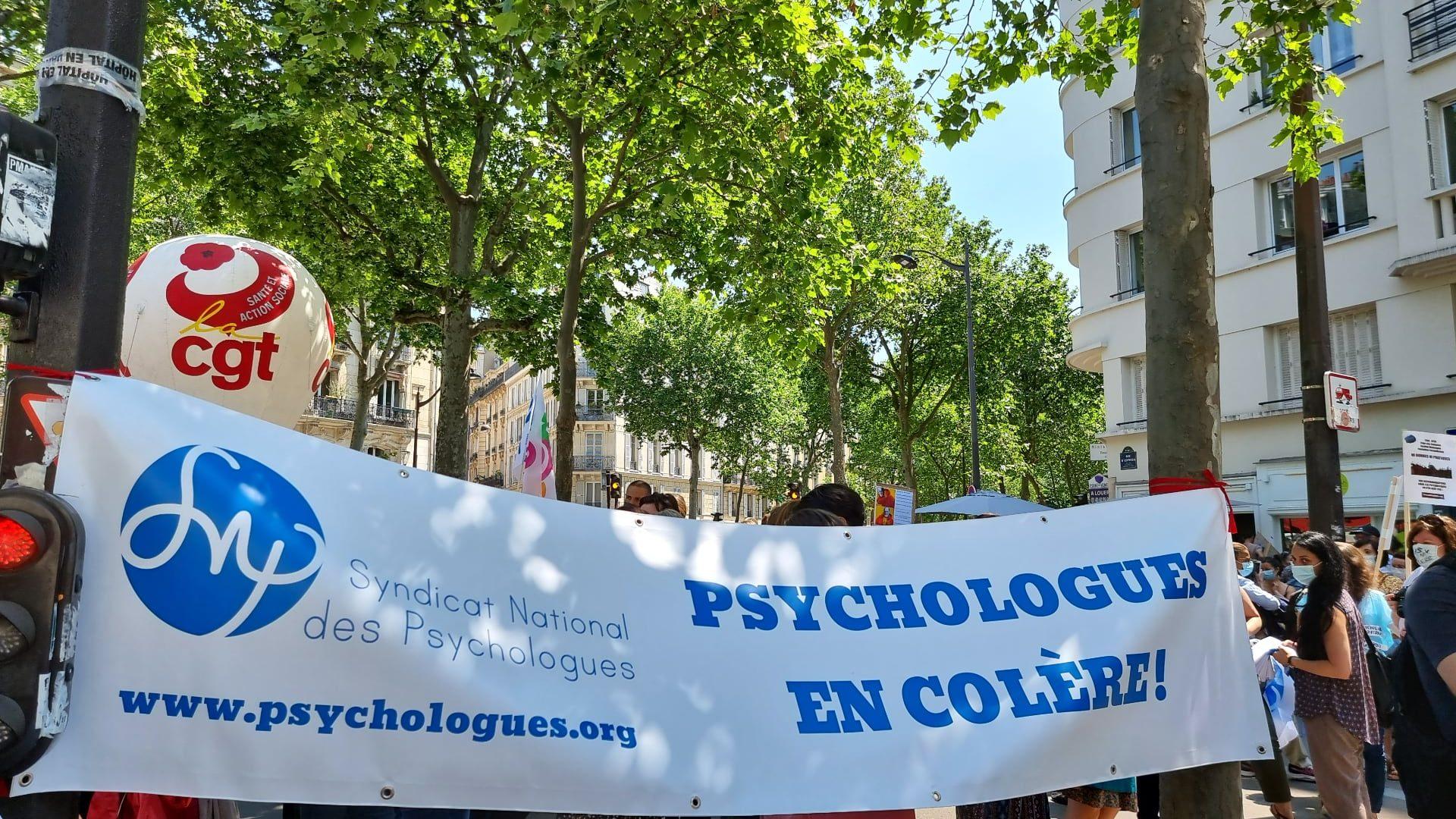 Les psychologues sont des milliers devant le ministère de la santé